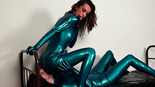 Pussy licking through zipper on the pants of latex