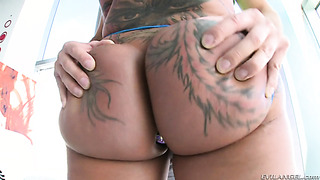 Short haired babe fucked in round ass