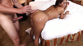 Round amateur booty ass oiled and fucked