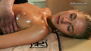 Virgin babe with oiled body gets rubbing at massage