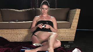 Round ass MILF toys her cunt while smoking a cigarette